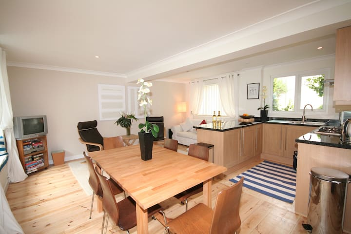 Lovely Home Central to Dartmouth with Courtyard