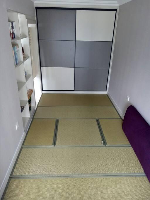 榻榻米卧室,适合孩子们,中间方桌可以升起来