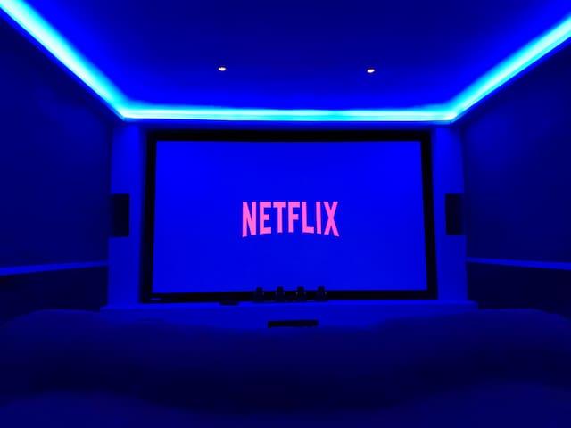 Única con Sala de Cine!