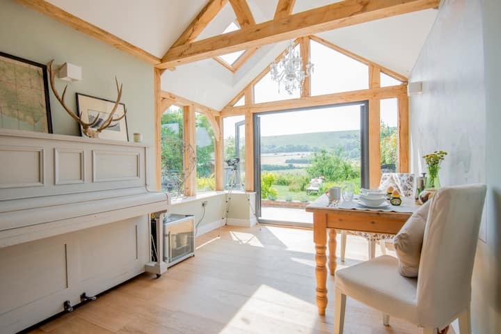 Holiday Cottage in South Downs Sussex - Sleeps 6