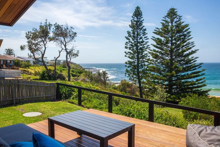 Seaview - Pet Friendly with Stunning Views - 1 Min to Beach
