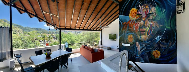 Casa de Gratitude - 2 bed unit with rooftop patio