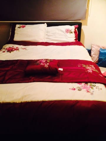 friendly home 10 minute from leeds city centre