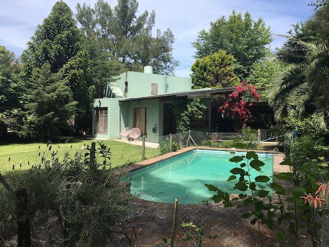 Linda quinta, para relax, parrilla y pile - Benavidez - Haus