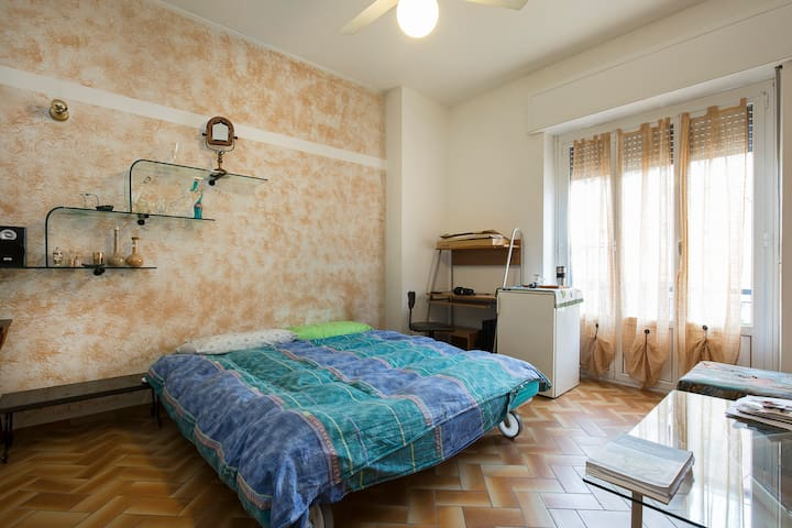 Comasina M3/Spaziosa stanza privata/ Spacious room - Cormano - Квартира