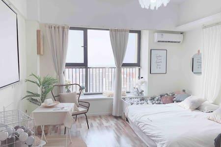 【梦境】ins风球池 超大投影 高档公寓 贵和/宜家/泉城广场/千佛山 交通便利 对面商场