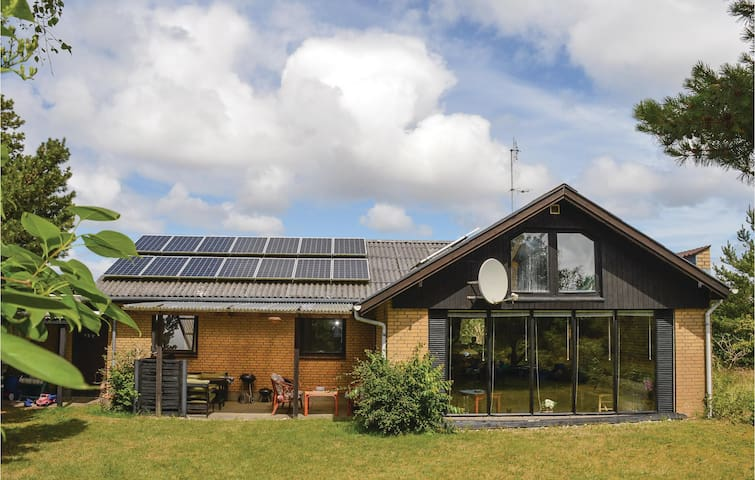 Holiday cottage with 3 bedrooms on 135m² in Rømø