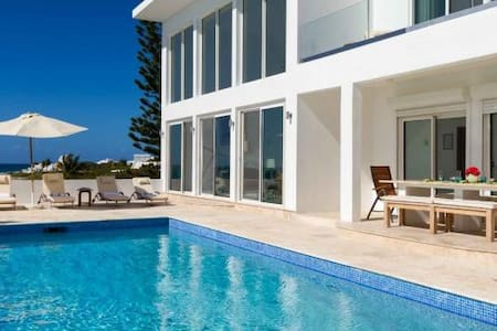 Villa Vista - Ideal for Couples and Families, Beautiful Pool and Beach - Blowing Point - Villa