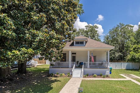 Southern Charm steps from Beach and Casino