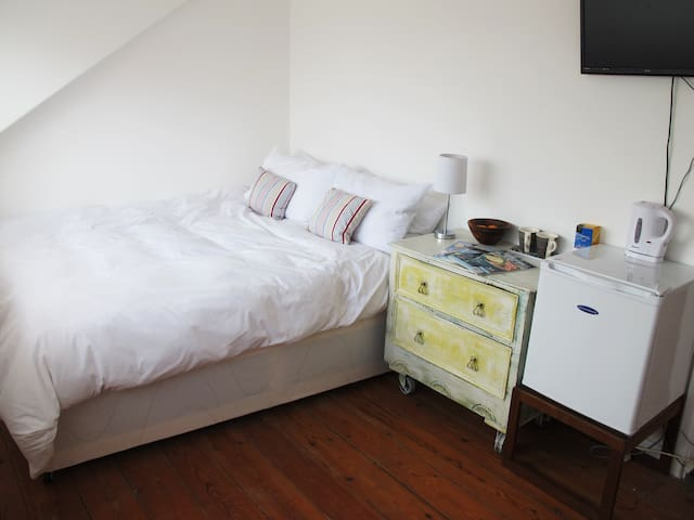Double/twin room in St Ives.