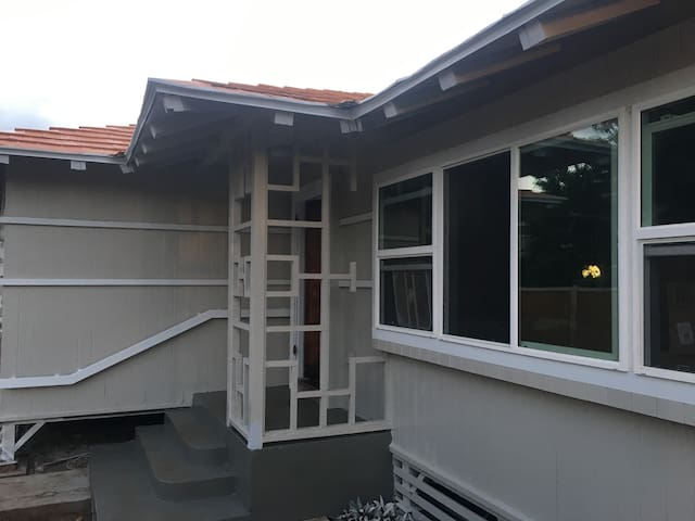Lahaina Luxury Living 1/2 block off Front Street