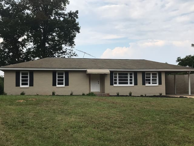 Great place to stay or play! 3 bedroom 2 baths