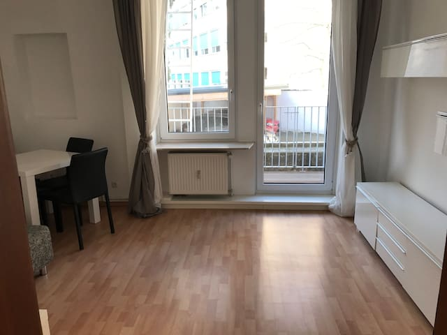 Quiet appartment very close to the Frankfurt fair - Frankfurt am Main - Apartemen