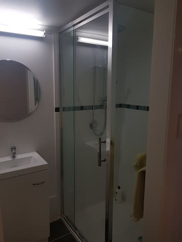 Close to train and amenities