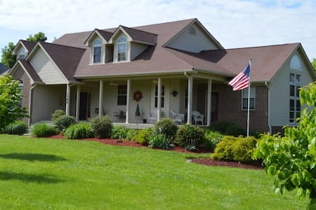 "HallARosa ""Inn"" the Country 3br/2ba top floor only - Nicholasville - Bed & Breakfast"