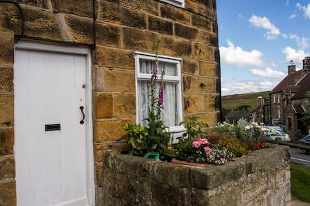 1 Bedroom Traditional Cottage for 2 - Castleton