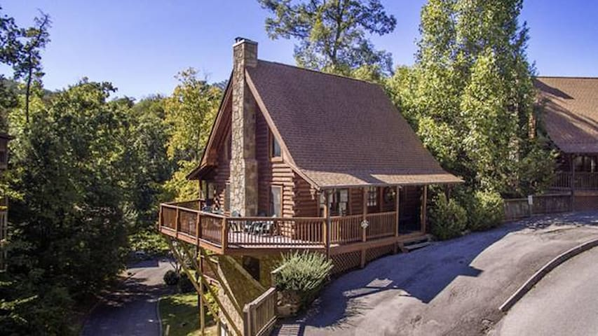 Scenic Hideaway Great Smoky Mts *NEW HOT TUB!* - Pigeon Forge - Blockhütte
