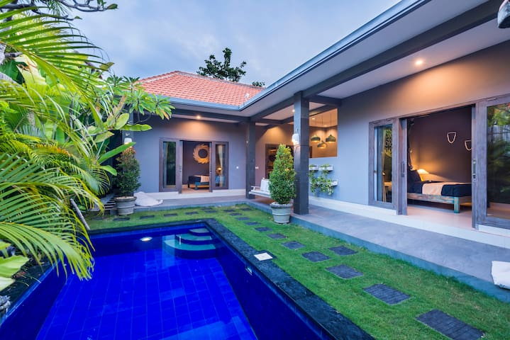 Villa Cecilia *BEACH JUST 200m *LM 4-9APR USD 99 - North Kuta - Villa