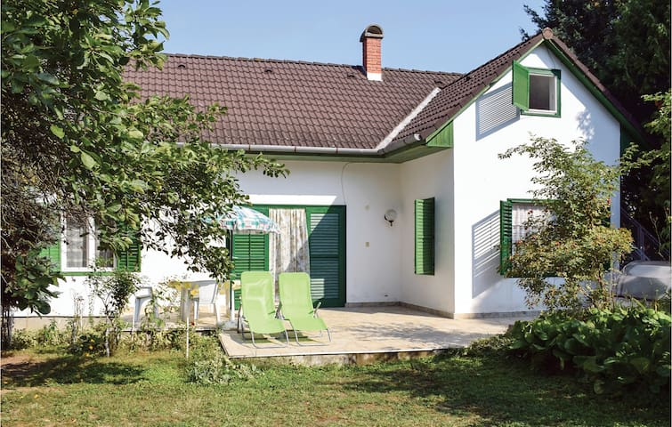 Holiday cottage with 3 bedrooms on 120m² in Szántód
