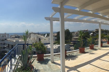 The Family Penthouse with a Seaview in Voula - Voula - Byt