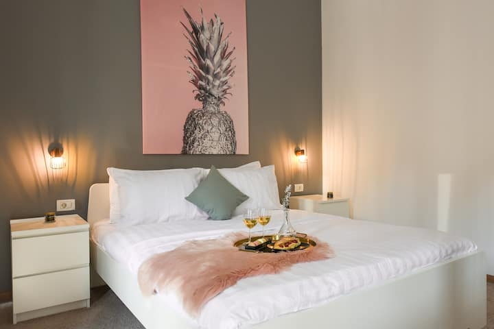 PINK ANANAS | Old Town | Best Location Apartment