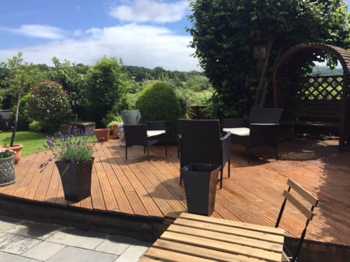 Beautiful & private detached garden Apartment