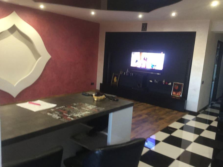 Living room,wet bar,SMART TV LED.