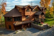 HemLocke Lodge rear view