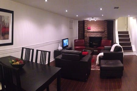Luxurious Basement Apartment - Richmond Hill - Huoneisto