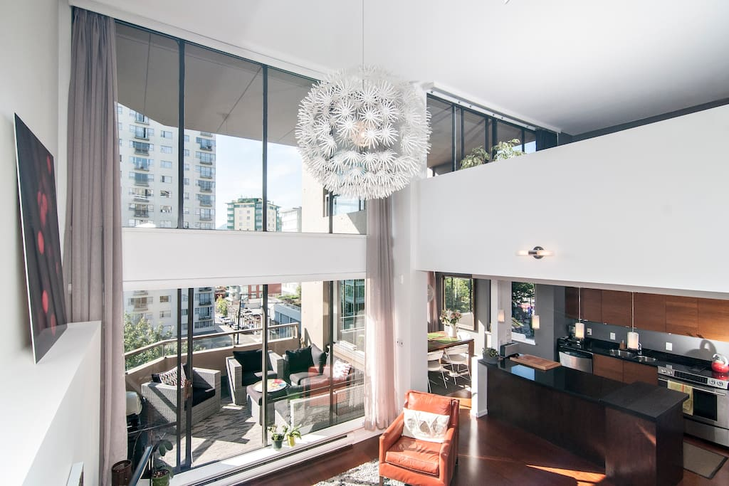 Open, bright town home in the sky