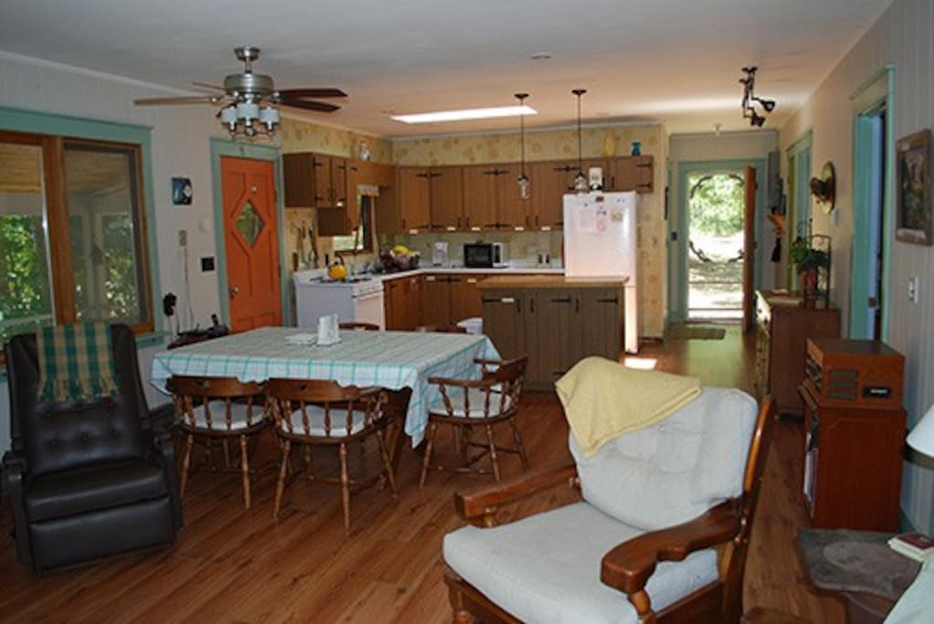 Spacious and bright open floor plan... living/dining/kitchen.