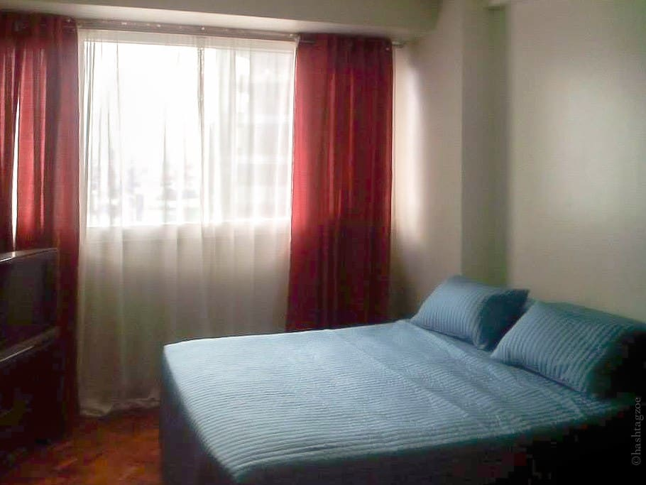Clean bedlinen, towels and toiletries are provided.