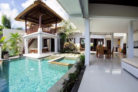 1 or 2 Bedroom Villa with 50m pool!