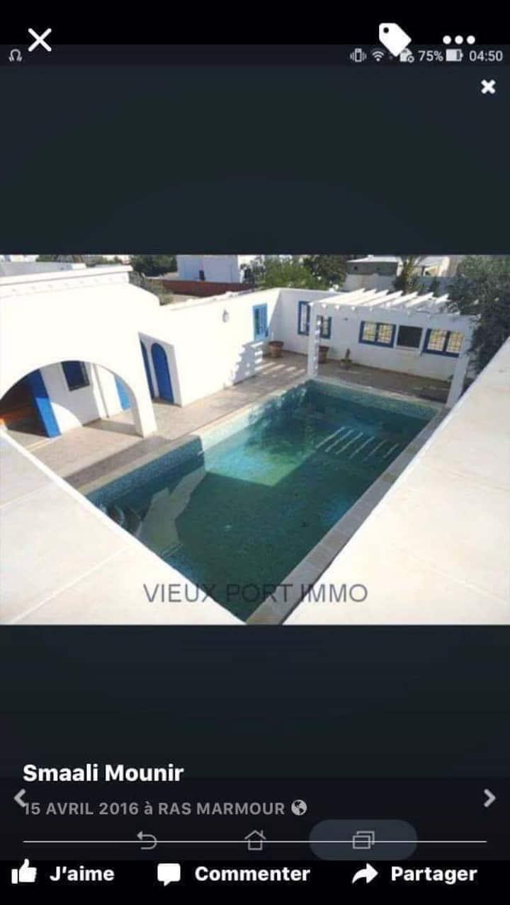 Grand villa +piscine+grand jardin