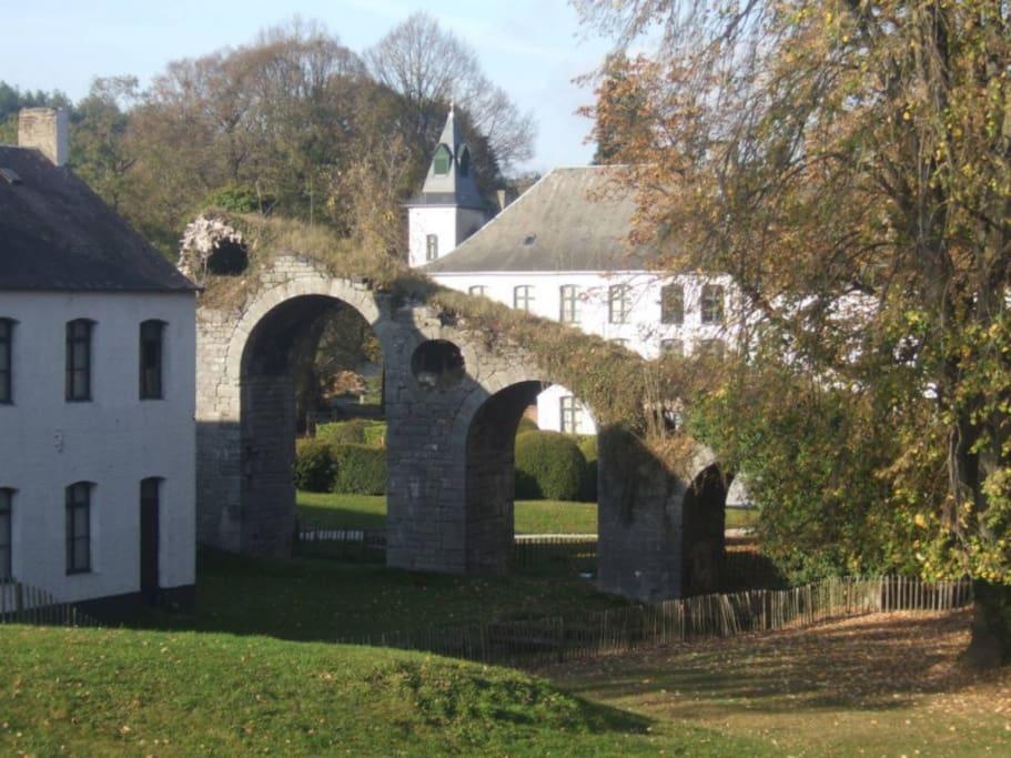 le logement est entouré de bâtiments du 18ème siècle