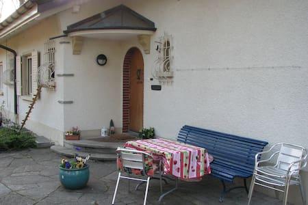 Murten: Gästezimmer am Murtensee - 3280 Murten / Meyriez