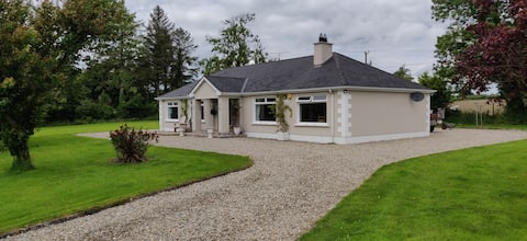 Spacious 4 bedroom bungalow with beautiful spacious garden. Central to Strabane, Derry and letterkenny.  A well appointed family home which offers privacy and stunning views of the countryside and is pet friendly with a  large dog run and kennel .