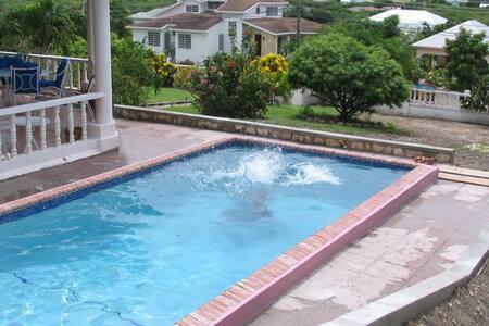 Walk to the Beach or Private Pool? - St John's - Rumah