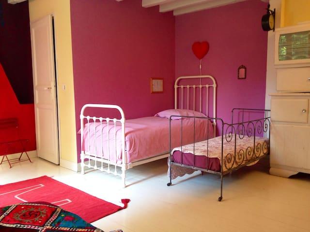 Chambre rose - 1er étage - maison 1