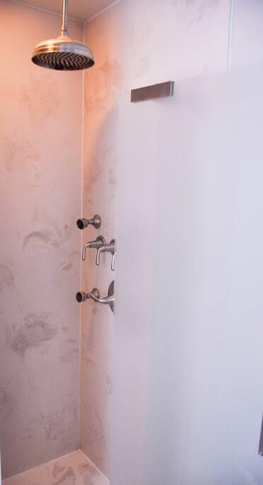 Multi spigot shower