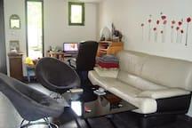 Chambre confortable dans une maison