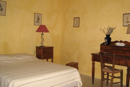 "La  chambre  ""jonquilles"" 2 pers - foissy  (cote d'or) 21230 - Bed & Breakfast"