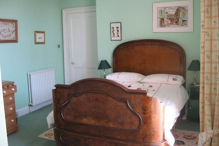 Double en-suite room ~ Full breakfast included - Crieff