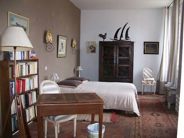 chambre de charme - Joigny - Bed & Breakfast