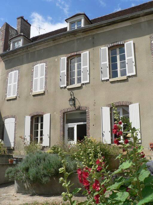 Chambre de charme chambres d 39 h tes louer joigny burgundy france - Chambres d hotes de charme bourgogne ...
