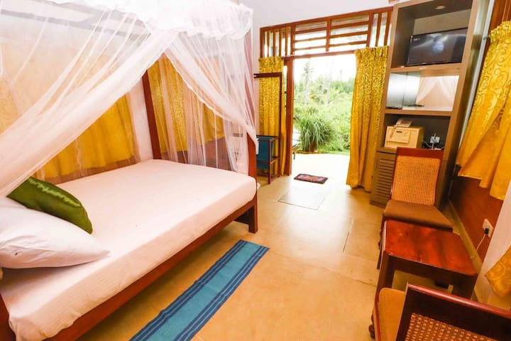 Chillout Lake View Room