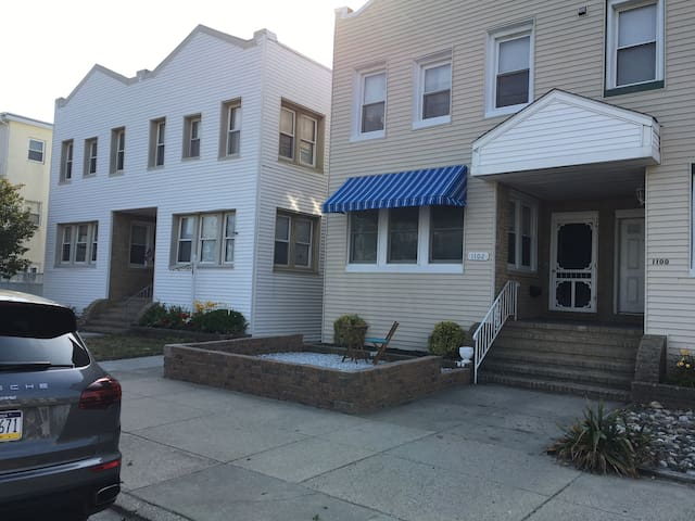 Remodeled First Floor Unit Close to the Boardwalk - Ocean City