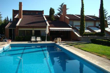 Bonita habitación con jardín (3) - El Escorial - Bed & Breakfast