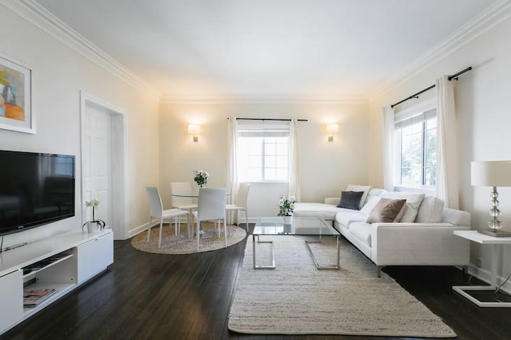 Updated two bedroom in well located Beverly Hill