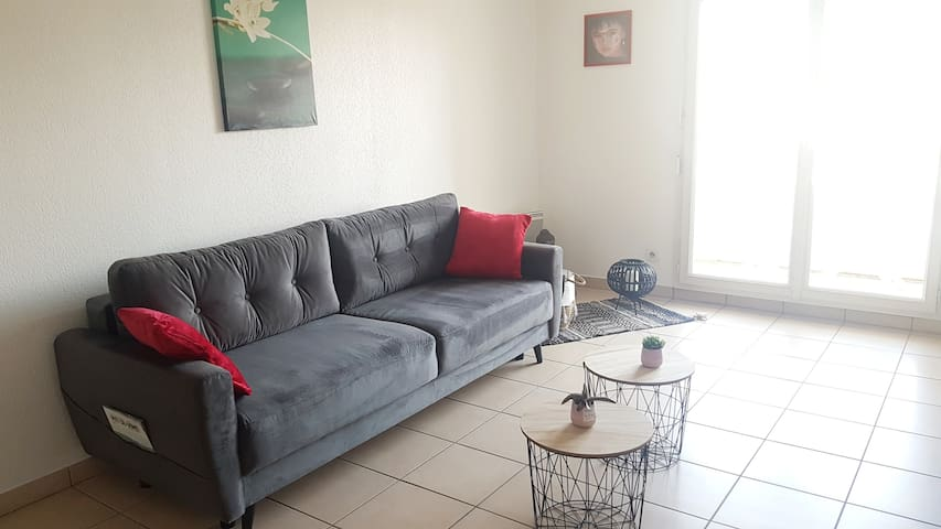 T2 50m2 balcon,  parking et piscine